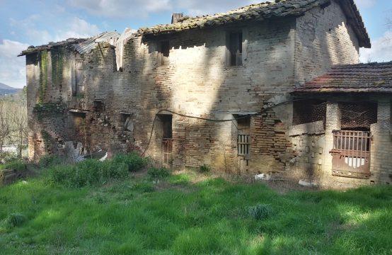 Casa colonica da ristrutturare